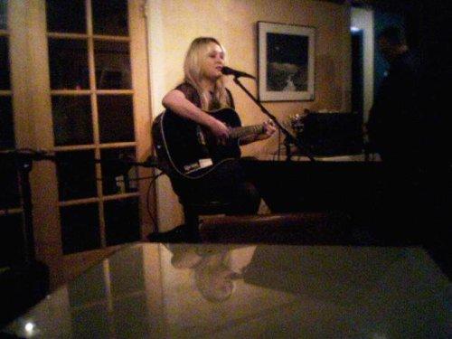 Elles_at_open_mic